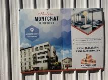 Au 17 rue Julien, la performativité du discours sur Montchat comme quartier-village dans les affichages des projets immobiliers. Photographie prise le 10 avril par L. Hauchard.